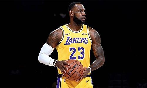 NBA, James trascina i Lakers contro Miami. Vincono i Clippers, vola Boston