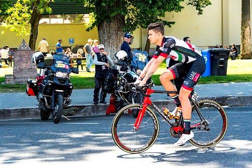 Giro d'Italia - Ganna show a Torino: subito maglia rosa
